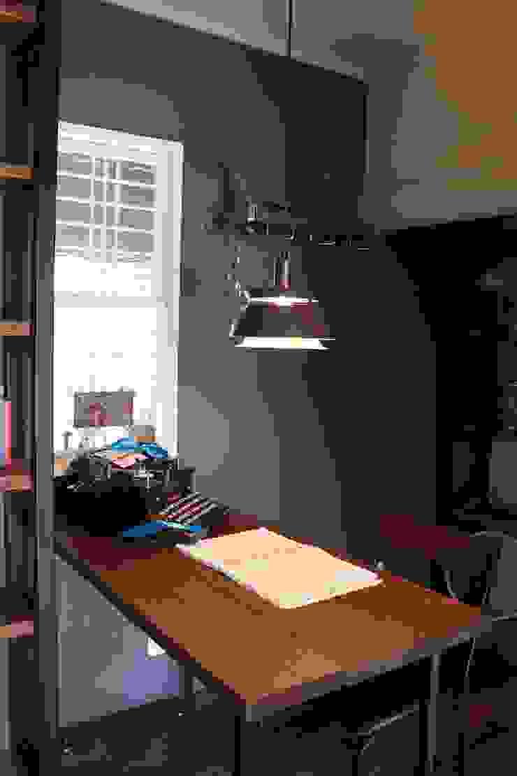 オーナー様書斎 after写真: 一級建築士事務所 iie designが手掛けた素朴なです。,ラスティック
