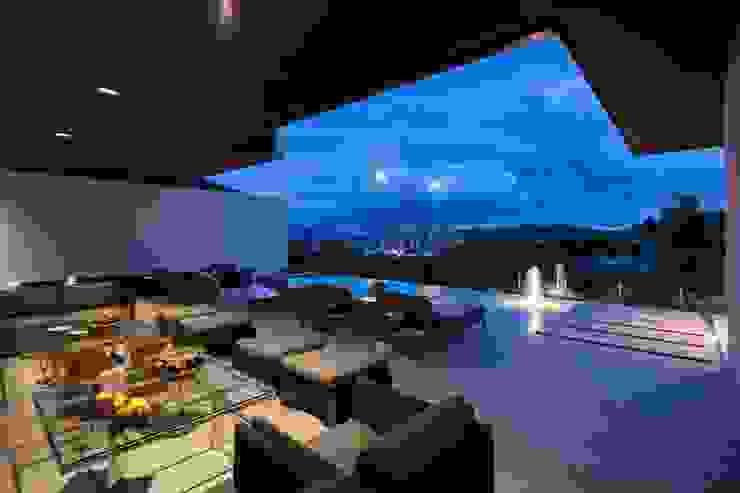 Casa CH: Albercas de estilo  por GLR Arquitectos, Moderno