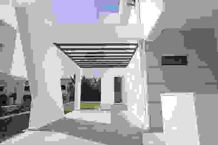 Casas clássicas por ÖZYALÇIN CONSTRUCTION Clássico