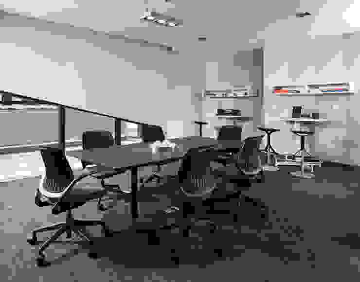 Magma Towers: Estudios y oficinas de estilo  por GLR Arquitectos, Moderno