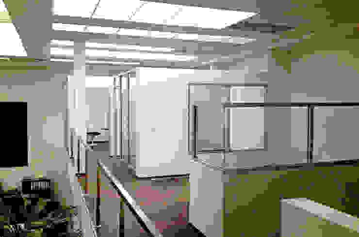 Oficinas Corporativas Estudios y despachos modernos de Visual Concept / Arquitectura y diseño Moderno