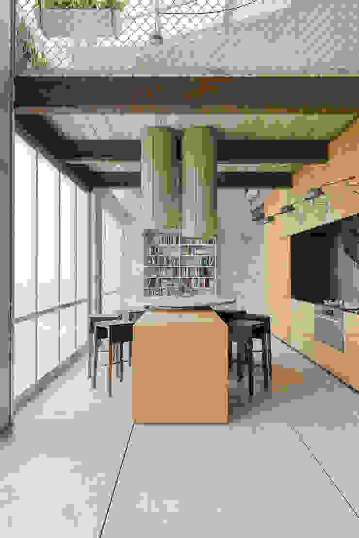 Пентхаус для скульптора Кухня в стиле лофт от Anton Medvedev Interiors Лофт