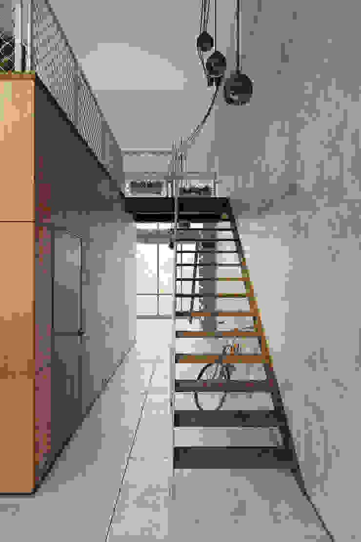 Пентхаус для скульптора Стены и пол в стиле лофт от Anton Medvedev Interiors Лофт