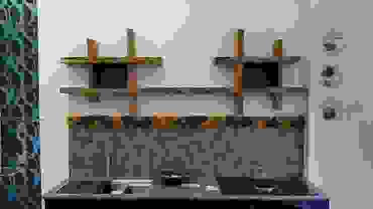 Mensole in legno massello per cucina di Aguzzoli Arredamenti Moderno