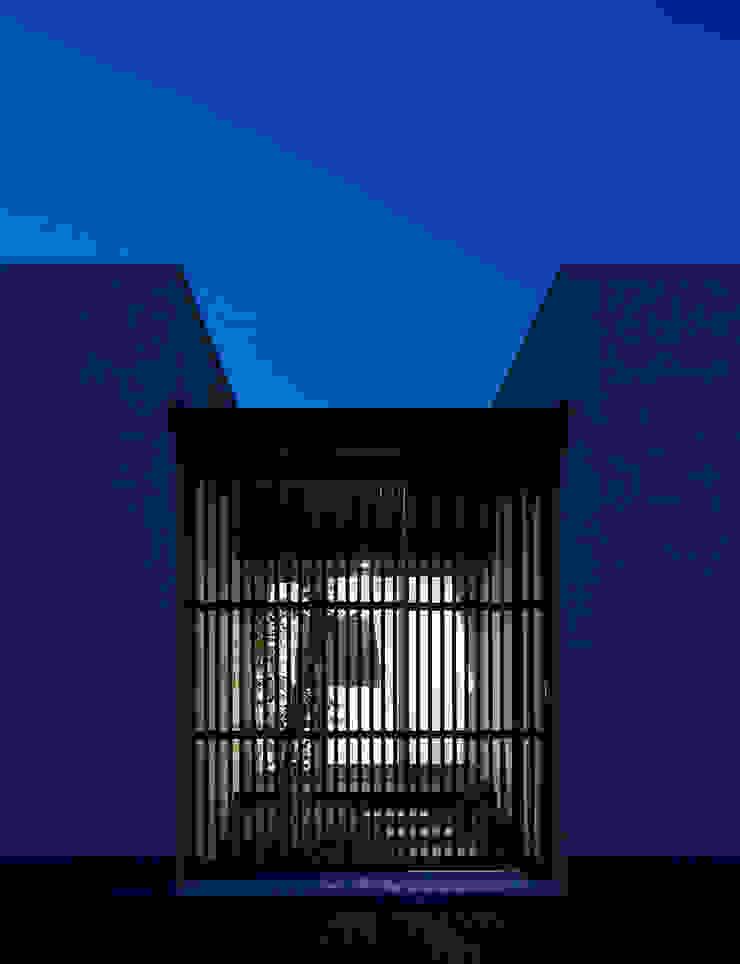 Casas de estilo moderno de トヨダデザイン Moderno Madera Acabado en madera