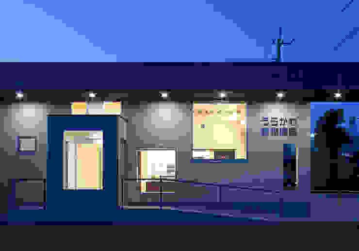Casas de estilo moderno de トヨダデザイン Moderno Metal