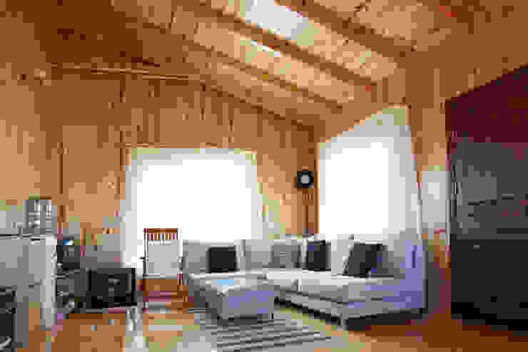 Salas de estar minimalistas por Kuloğlu Orman Ürünleri Minimalista