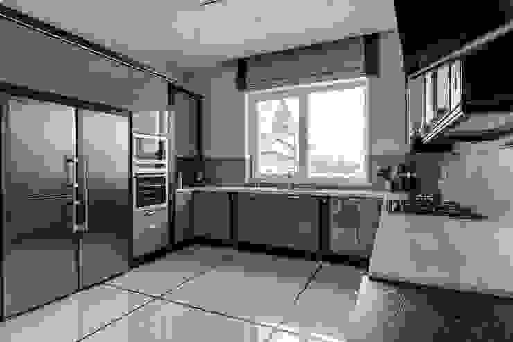 коттедж в п.Юкки Кухни в эклектичном стиле от BASISarchitect.com Эклектичный