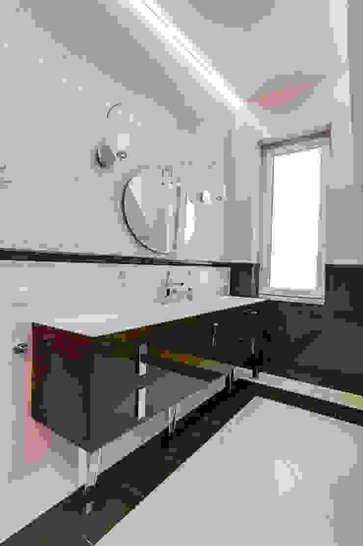 коттедж в п.Юкки Ванная комната в эклектичном стиле от BASISarchitect.com Эклектичный