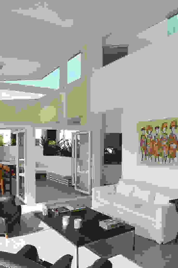 CASA N23 Livings modernos: Ideas, imágenes y decoración de MZM | Maletti Zanel Maletti arquitectos Moderno