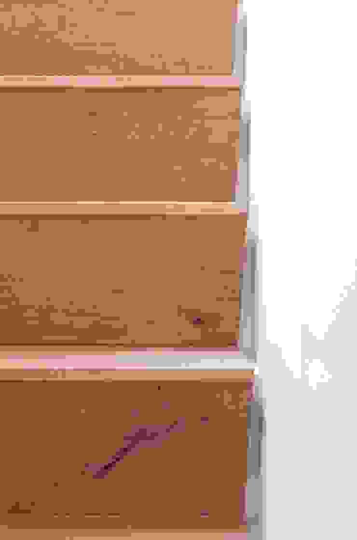 Detail trap Moderne gangen, hallen & trappenhuizen van ontwerpplek, interieurarchitectuur Modern