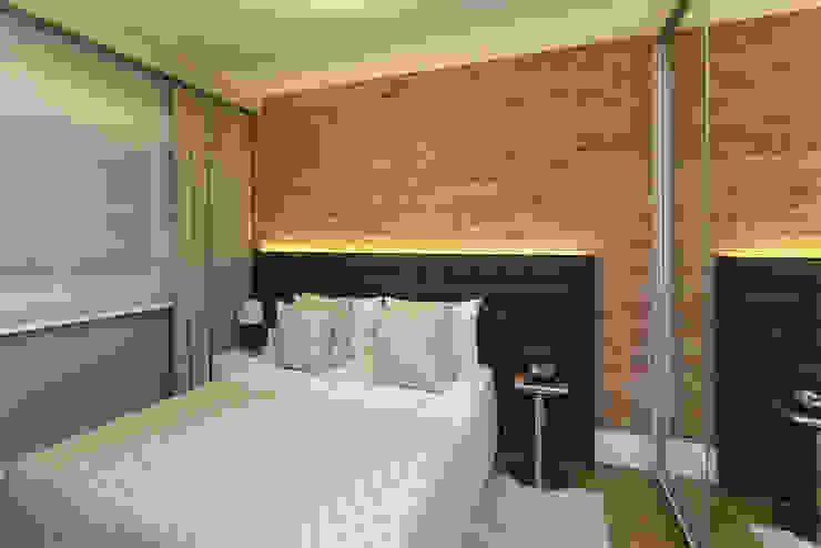 Camera da letto moderna di SESSO & DALANEZI Moderno Laterizio