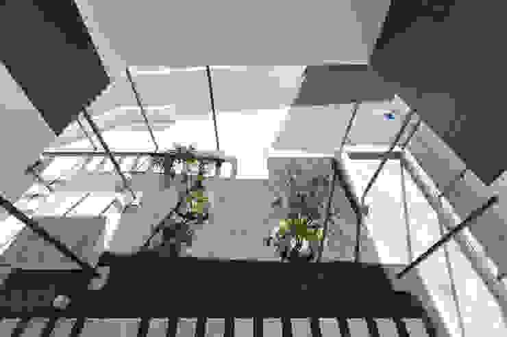 閉じたり開いたりする場所。 モダンな庭 の 松本匡弘建築設計事務所 モダン