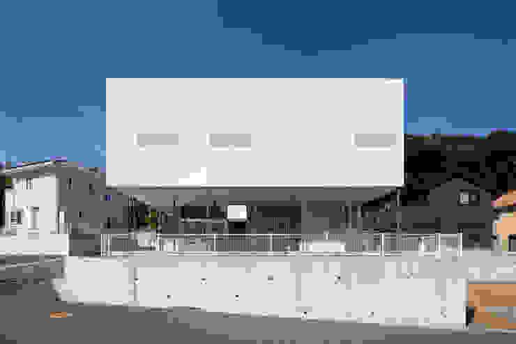 風が通り抜ける場所 モダンな 家 の 松本匡弘建築設計事務所 モダン