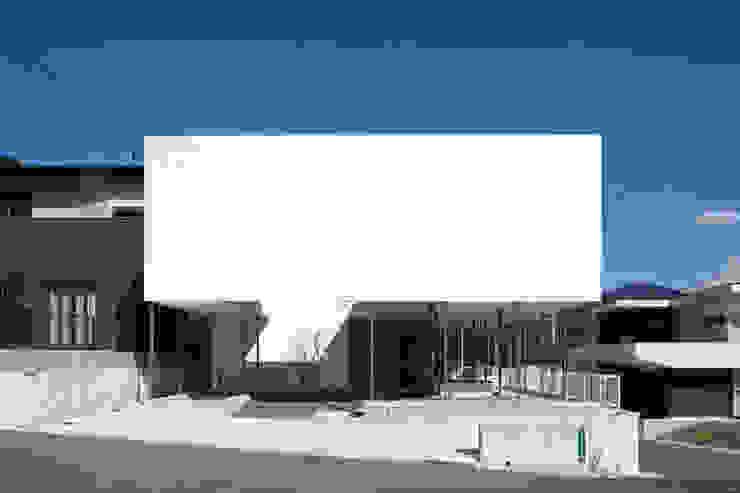 周辺の環境を見渡しやすい建築形態 モダンな 家 の 松本匡弘建築設計事務所 モダン