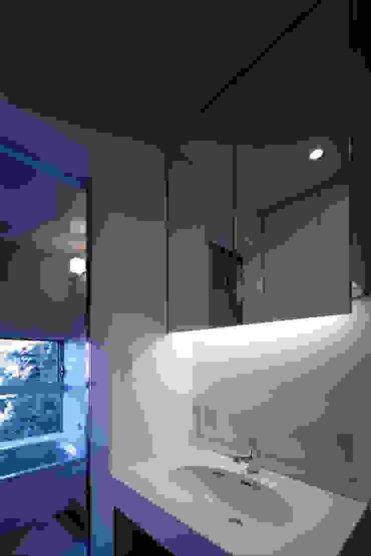 二軒屋の家 モダンスタイルの お風呂 の 松本匡弘建築設計事務所 モダン