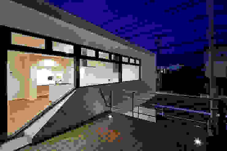 街道の家 モダンデザインの テラス の 松本匡弘建築設計事務所 モダン