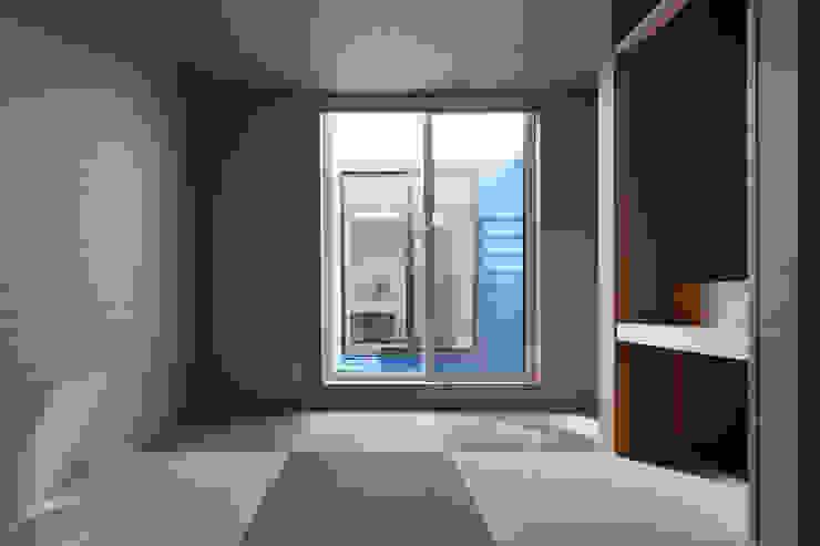 街道の家 モダンスタイルの寝室 の 松本匡弘建築設計事務所 モダン