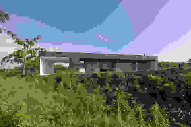 Maisons modernes par 松本匡弘建築設計事務所 Moderne