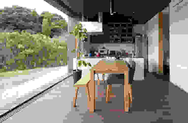 Cocinas de estilo moderno de 松本匡弘建築設計事務所 Moderno