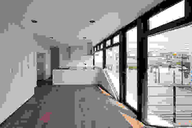 街道の家 モダンデザインの リビング の 松本匡弘建築設計事務所 モダン