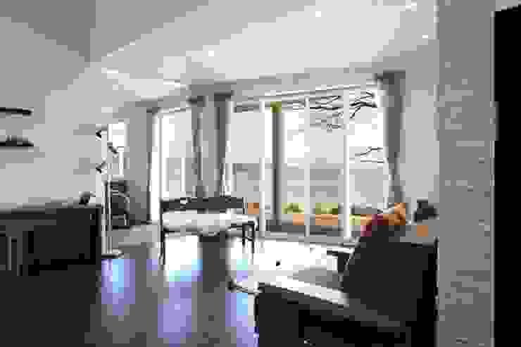 居間 オリジナルデザインの リビング の アトリエ優 一級建築士事務所 オリジナル