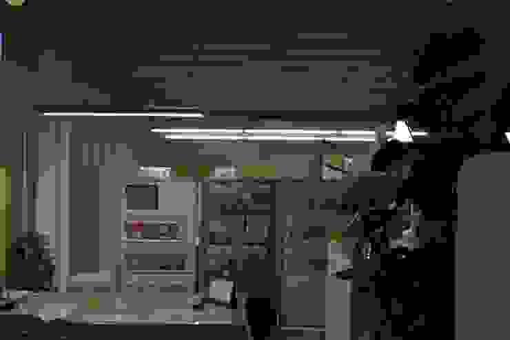 事務所内観 オリジナルデザインの 書斎 の 上野貴建築研究所 オリジナル