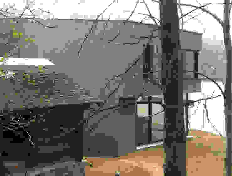Ansicht Stall/Gebäude Moderne Häuser von Balzani Diplomarchitekten Modern