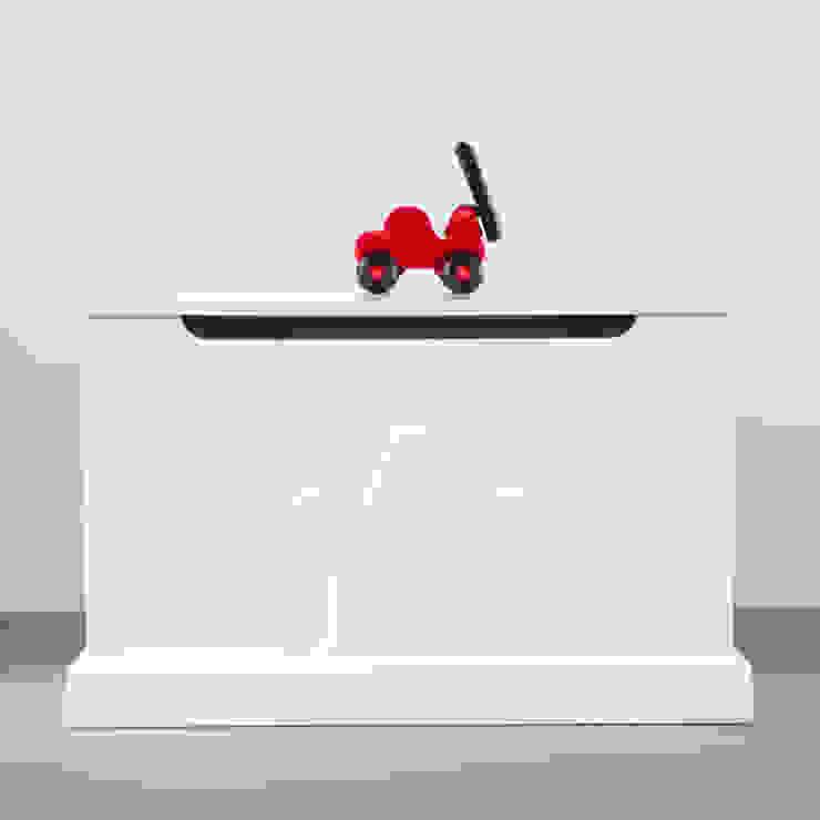 speelgoedkist kroon: modern  door Klein & Stoer, Modern