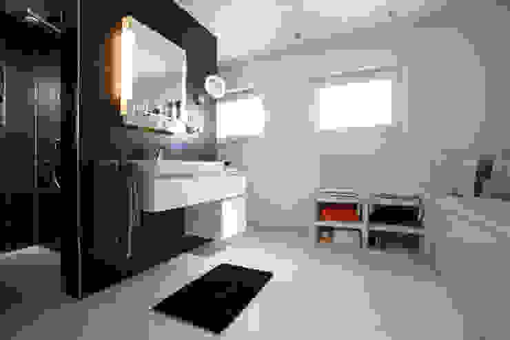 Moderne badkamers van FingerHaus GmbH - Bauunternehmen in Frankenberg (Eder) Modern