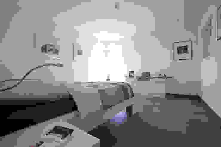 Спальня в стиле модерн от FingerHaus GmbH - Bauunternehmen in Frankenberg (Eder) Модерн