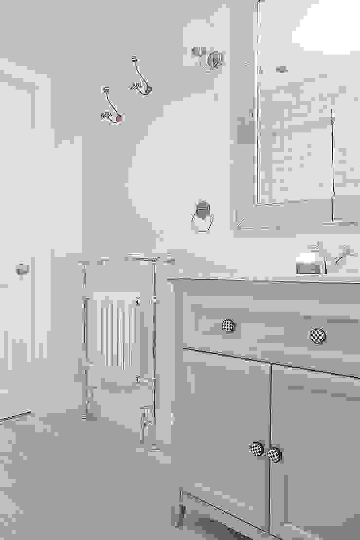 Bathroom Classic style bathroom by William Gaze Ltd Classic