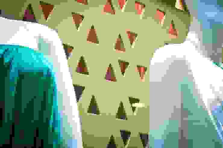 Mamparas Espacios comerciales de estilo ecléctico de Vulca Studio Ecléctico Compuestos de madera y plástico