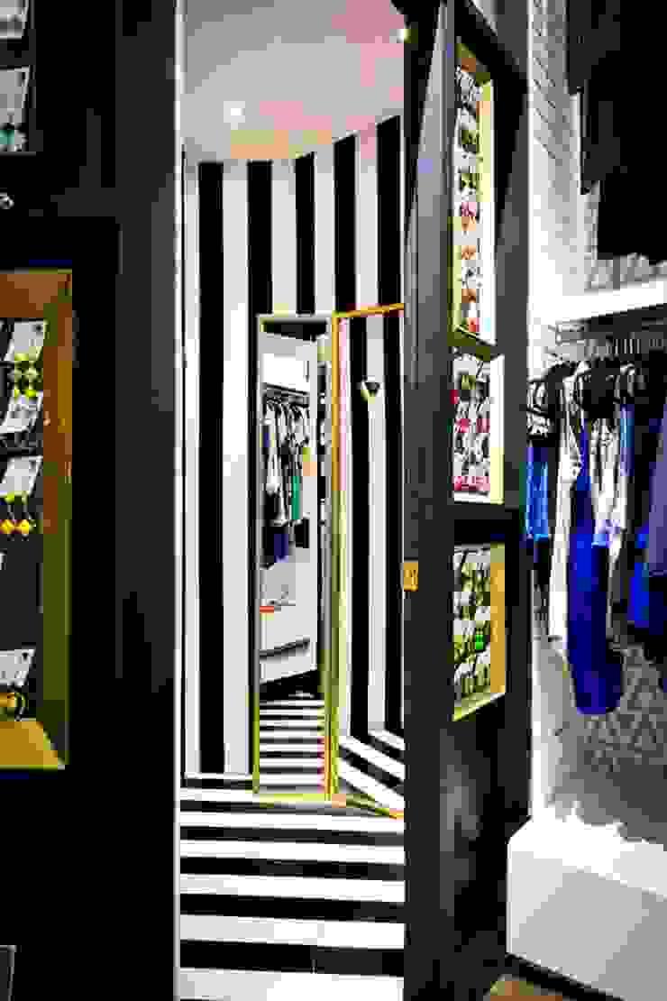 Vestidores Espacios comerciales de estilo ecléctico de Vulca Studio Ecléctico Compuestos de madera y plástico