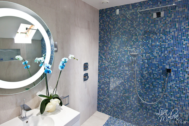 Shower & Mosaic Wall Lisa Melvin Design Baños modernos