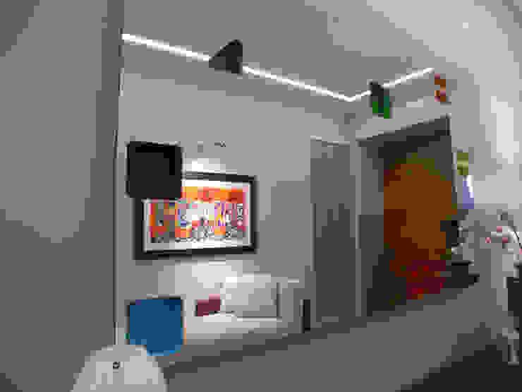 Alfonso D'errico Architetto Corridor, hallway & stairsStorage