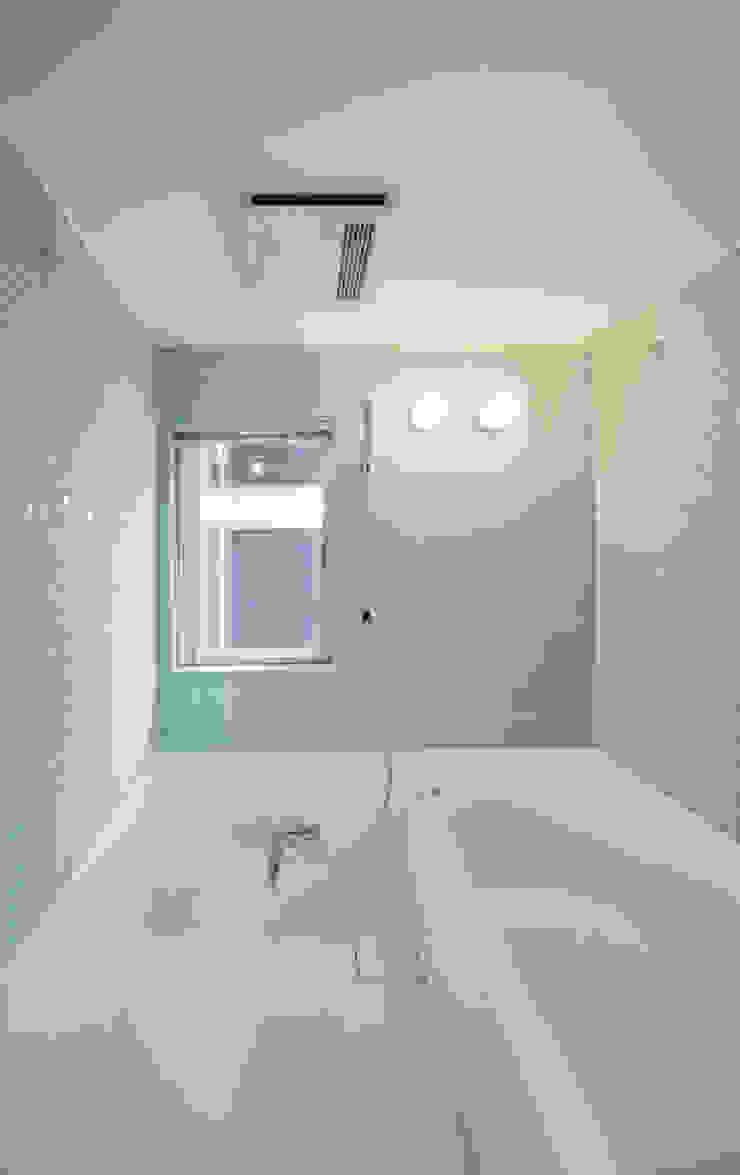 AKT モダンスタイルの お風呂 の かわつひろし建築工房 モダン