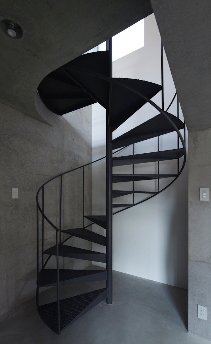 Corredores, halls e escadas modernos por かわつひろし建築工房 Moderno