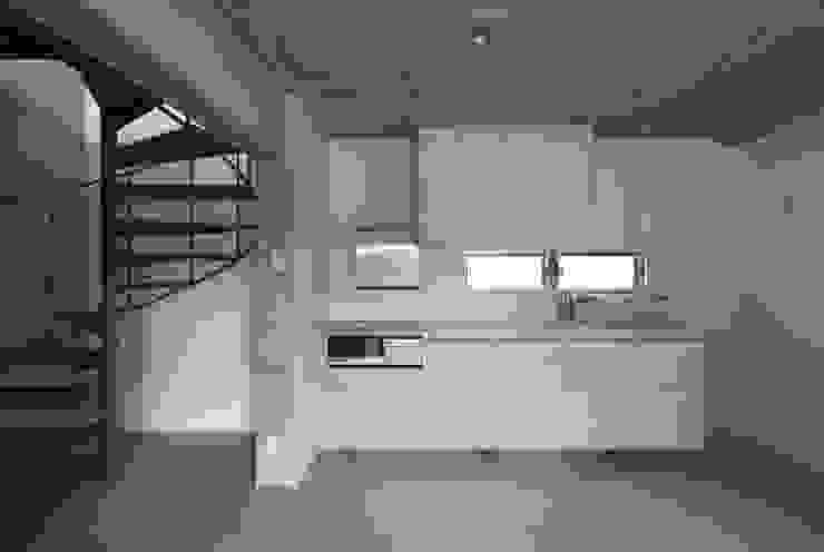 Cozinhas modernas por かわつひろし建築工房 Moderno