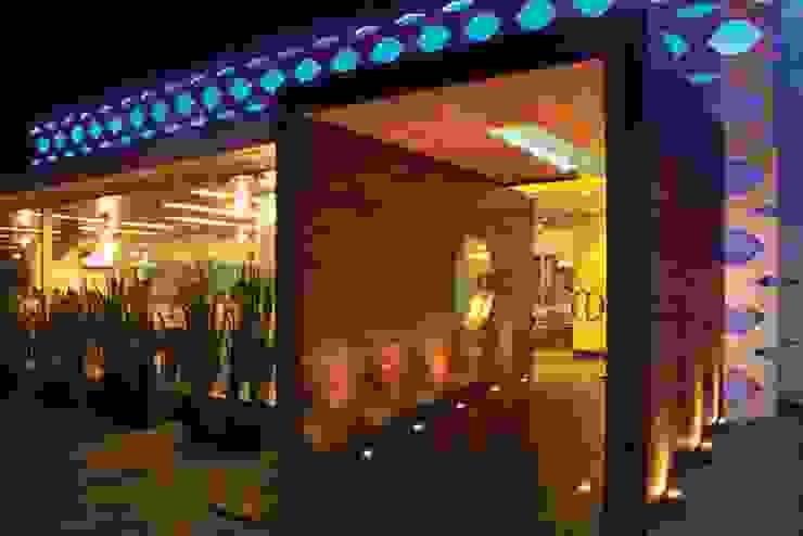 Gastronomie moderne par Vulca Studio Moderne Bois composite