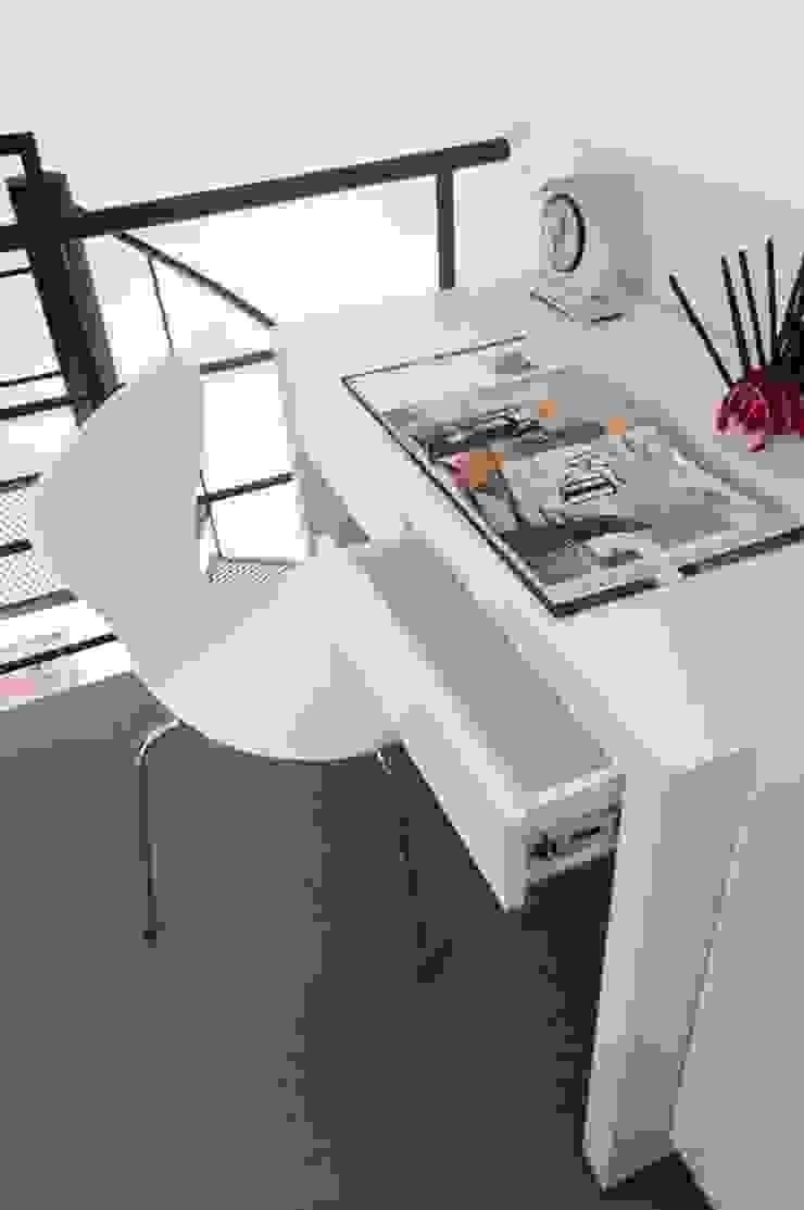Escritorio/oficina para espacios reducidos. de MINBAI Moderno Madera Acabado en madera