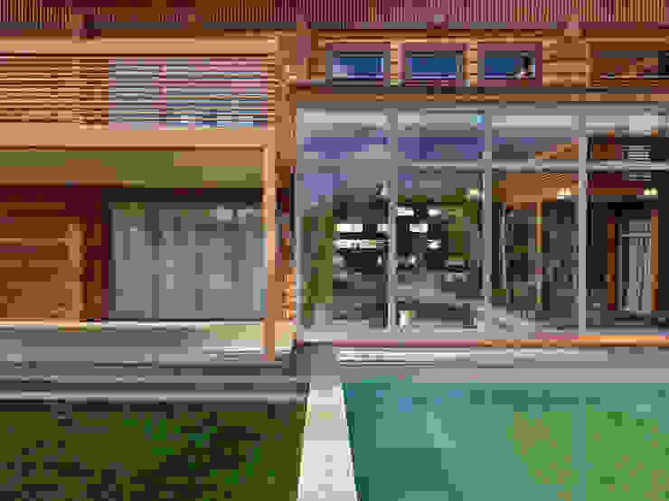 Locomotion-1 Балкон и терраса в классическом стиле от NEWOOD - Современные деревянные дома Классический