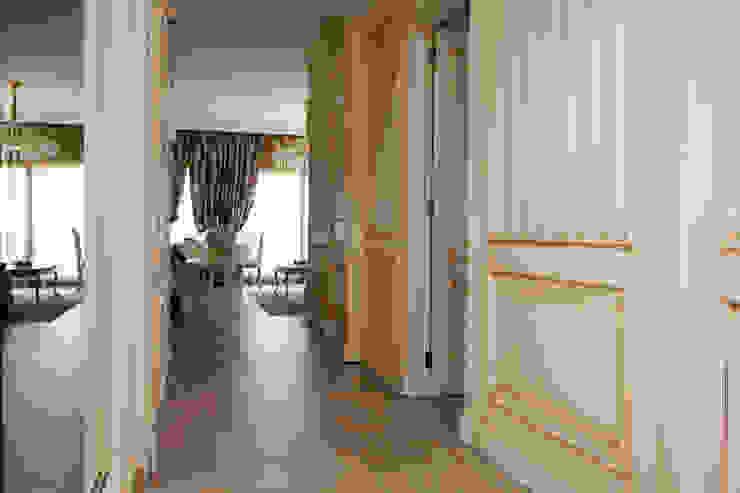 Couloir, entrée, escaliers méditerranéens par Emalia Home Design Méditerranéen