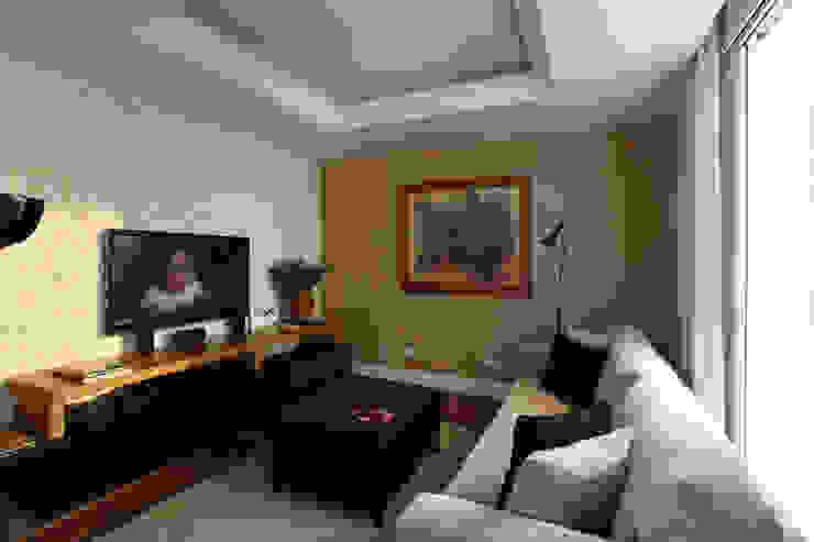 Apartamento Higienópolis/SP Salas multimídia modernas por Renata Romeiro Interiores Moderno