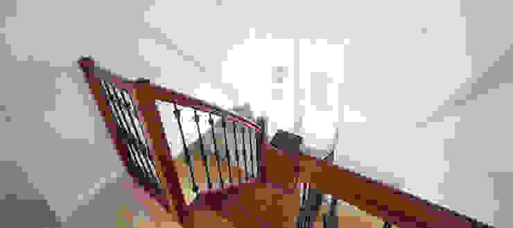 Couloir, entrée, escaliers modernes par BALD architecture Moderne