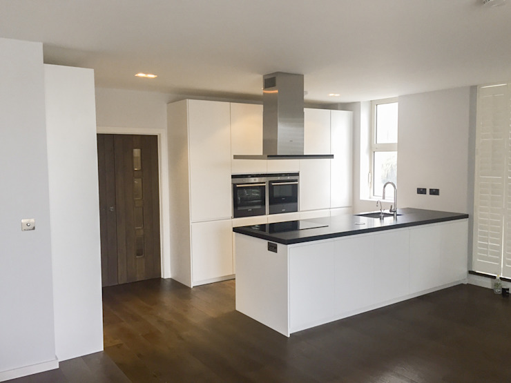 The Chelsea Harbour Kitchen Cocinas de estilo minimalista de NAKED Kitchens Minimalista