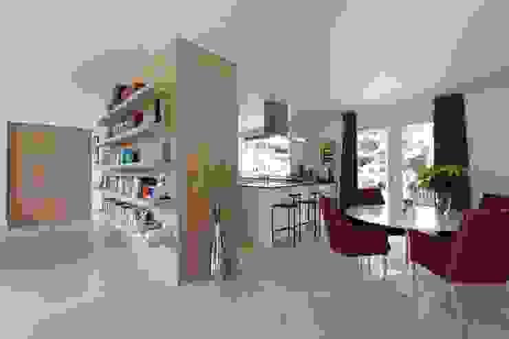 de estilo  por Suzanne de Kanter Architectuur & Interieur, Moderno