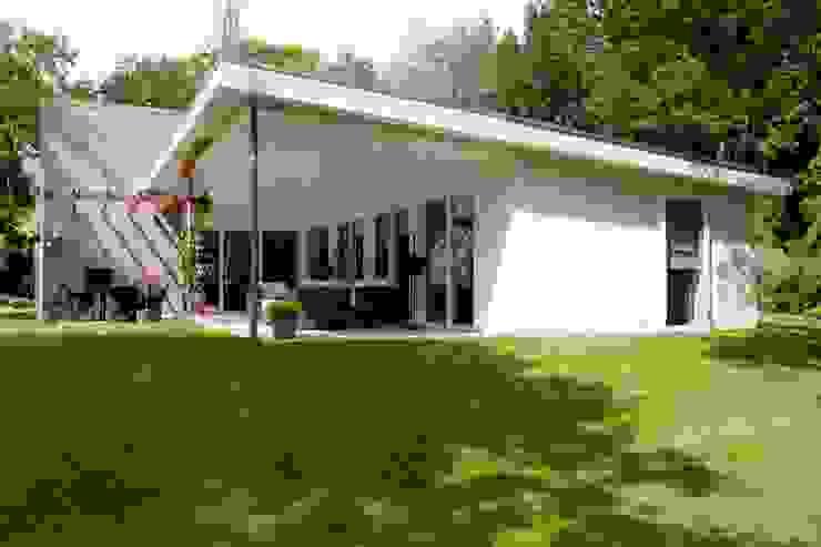 terras, nieuwe situatie: modern  door Suzanne de Kanter Architectuur & Interieur, Modern
