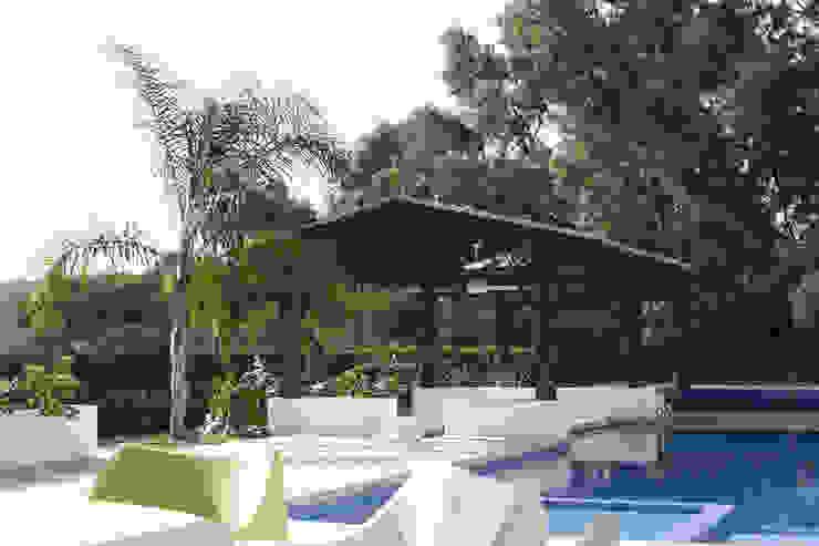 Casa Ixtapan de la Sal - Boué Arquitectos Balcones y terrazas de estilo moderno de Boué Arquitectos Moderno