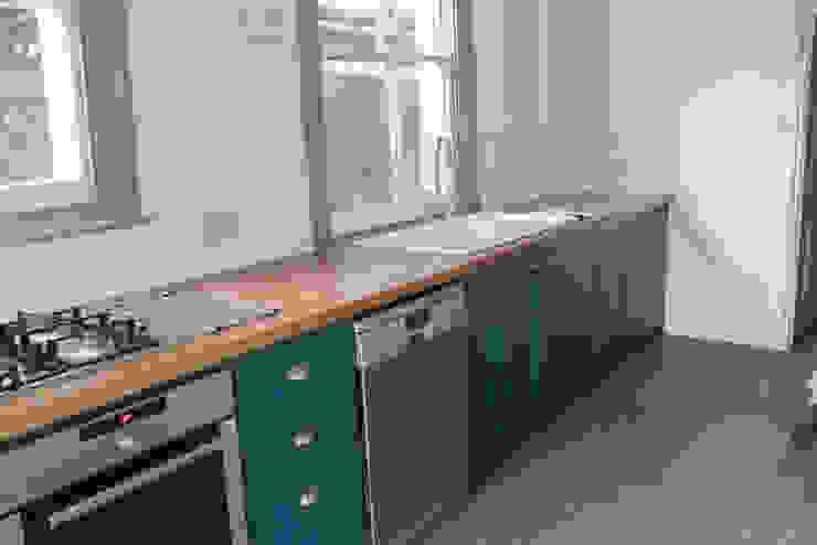 The West Hampstead Kitchen Cocinas de estilo clásico de NAKED Kitchens Clásico